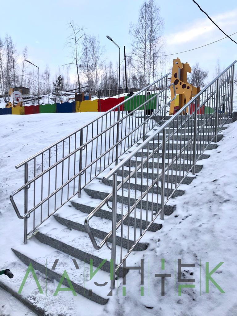 Лестница из нержавеющей стали для ДОУ